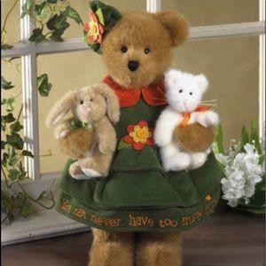 """Boyd's Bear Chloe w/ """"Whiskers"""" & """"Hops"""""""